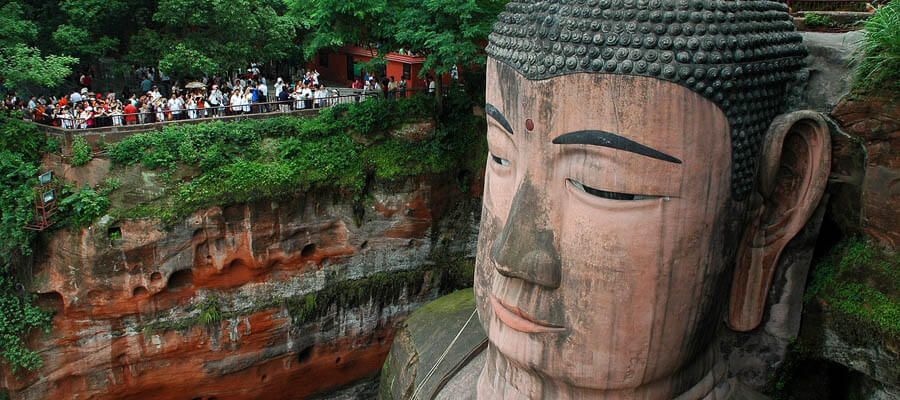 Dünyanın en büyük Buda heykeli yeniden ziyarete açıldı