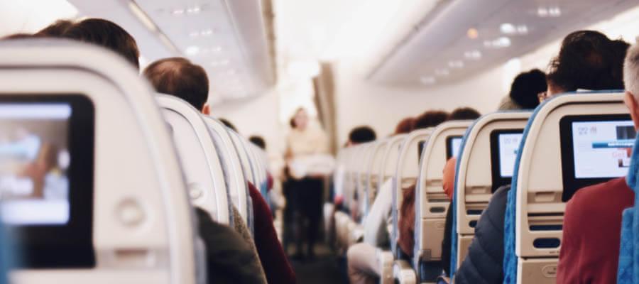 Uçakta koltuğunuzu değiştirmeden önce neden görevlilere sormalısınız?